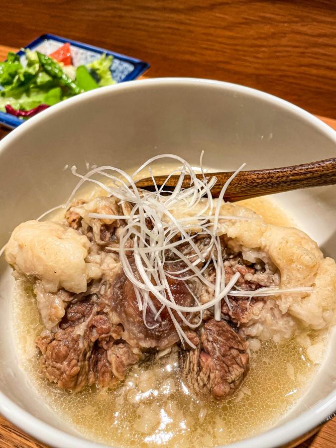 『たんはらみ源』コースのテールスープ