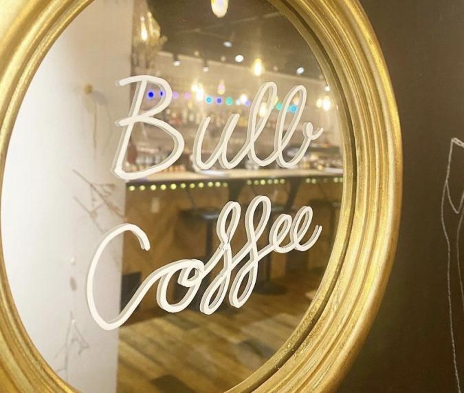 Bulb coffee(バルブコーヒー) フォトスポットに使えるミラー