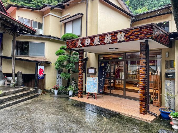 『お寺喫茶 楓』が入る大日寺旅館(外観)