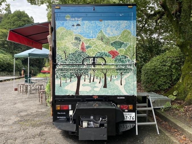 フードトラック「TREE DOG(ツリードッグ)」のイラスト
