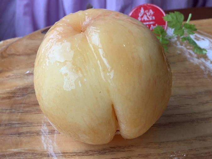 『ル・サントーレ久留米店』桃パフェの桃は福島県産あかつき