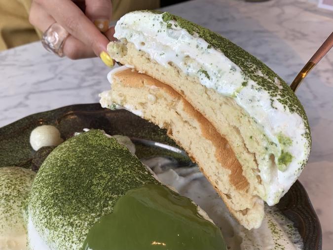 カフェCafe del SOL(デルソル)田川店 ふわふわパンケーキ濃厚抹茶ソース