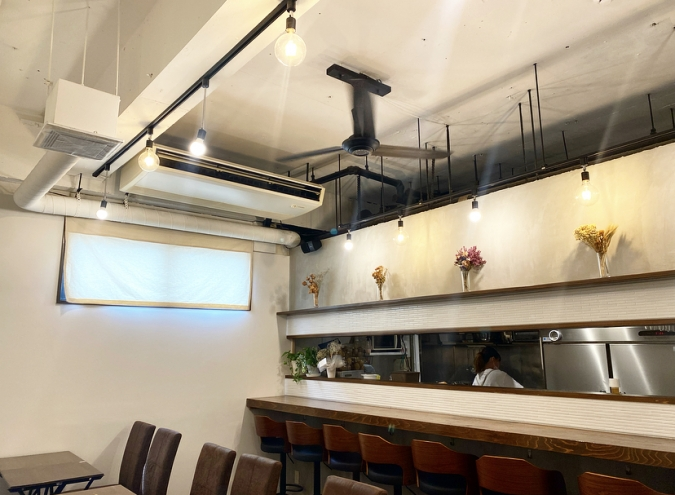 『Cafe ROA(カフェロア)』店内