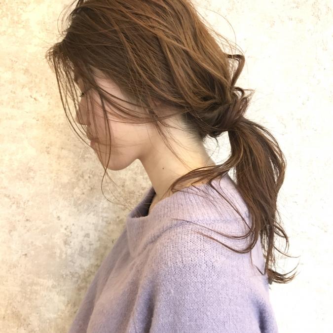 美容師が教える「おくれ毛」の作り方