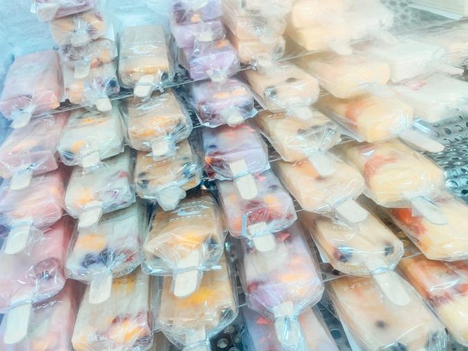 「初屋はかたろう海の駅」で販売する「糸島氷菓子本舗 アイスキャンデー」