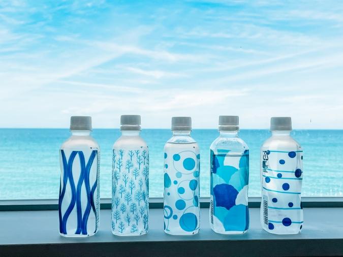 絶景カフェでは1人1本ペットボトルの水をサービス