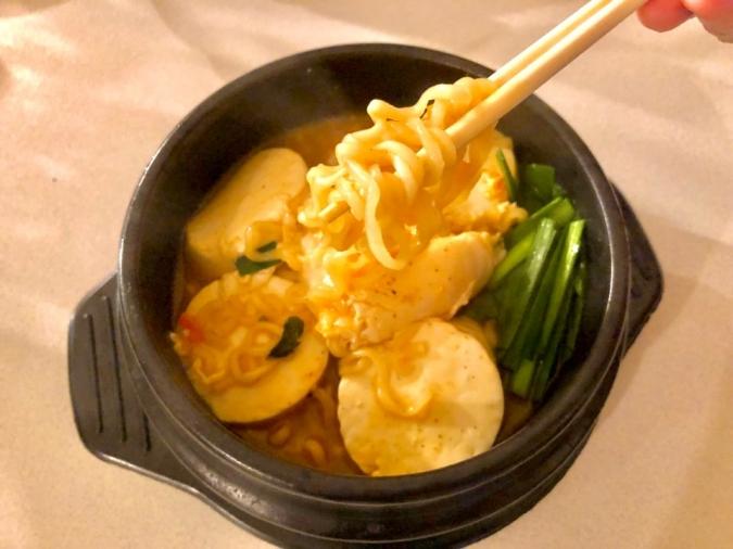 韓国の定番!豆腐を入れた「スンドゥブ辛ラーメン」レシピ