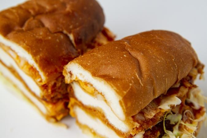 サンドゴトウ『チキンカツとたっぷりチーズのBBQサンド』