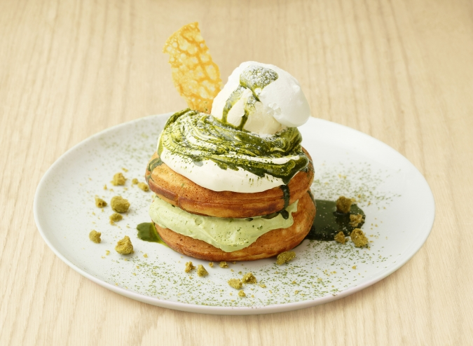 「ビブリオテーク」福岡産八女茶とマスカルポーネクリームのパンケーキ