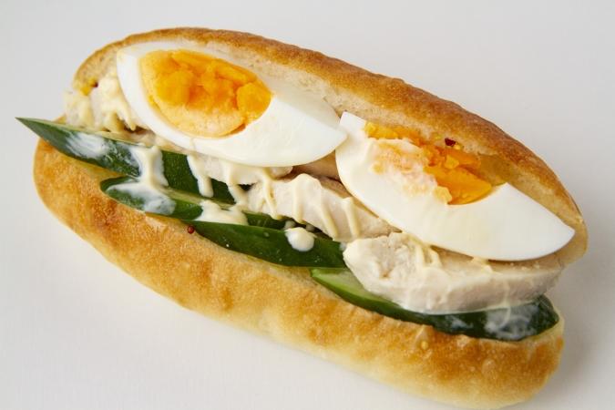 bakery ZOU(ベーカリー・ゾウ) トリハムきゅうりの夏サンド