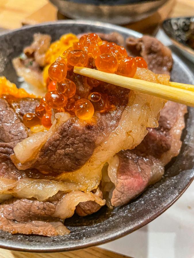 「熾火や 魚二(おきびやうおに)」牛すき丼(牛アップ)