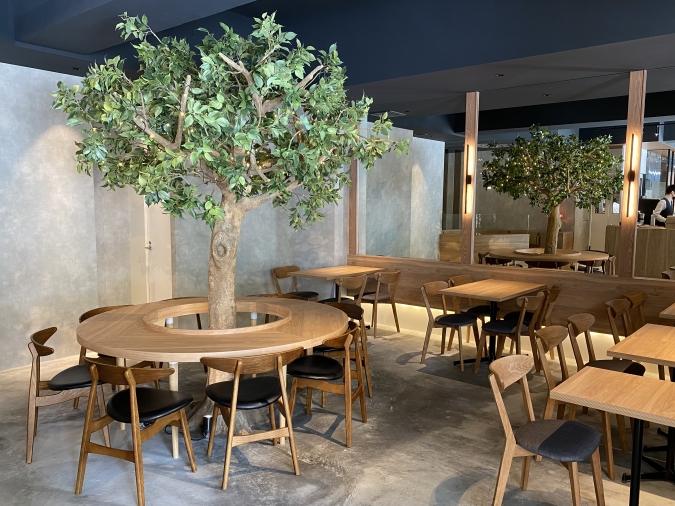 カフェ「KAKA桜坂店」店内