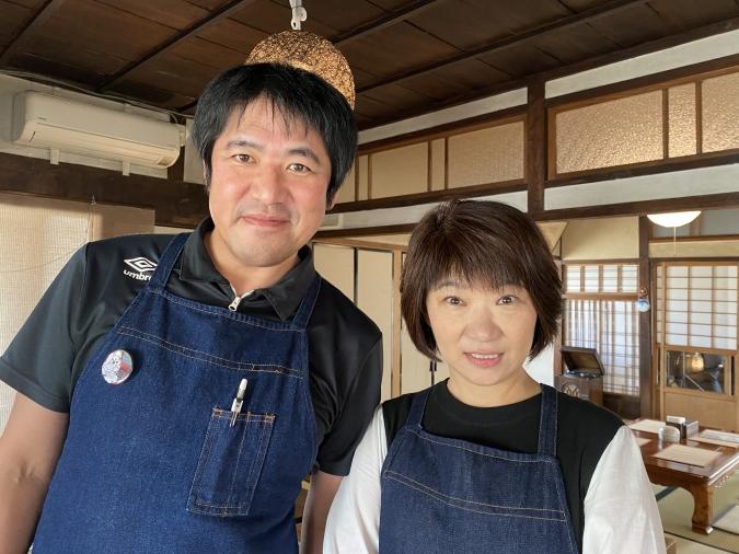『curry&cafe 茶話(さわ)』店主の澤原さん夫妻