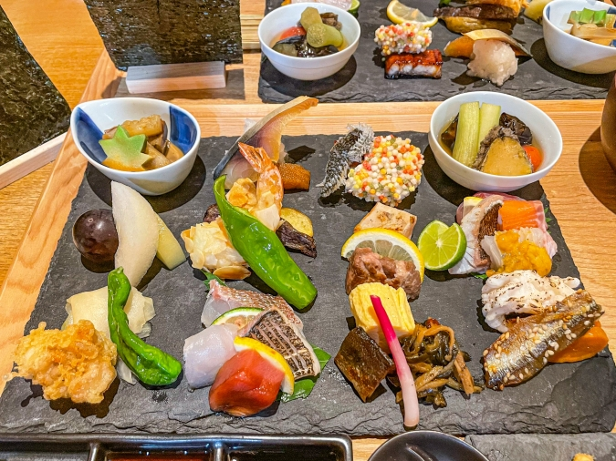 『炉ばた 髙』炙り手織り寿司プレートの食材