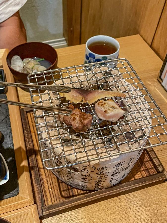 『炉ばた 髙』炙り手織り寿司は七輪もセット