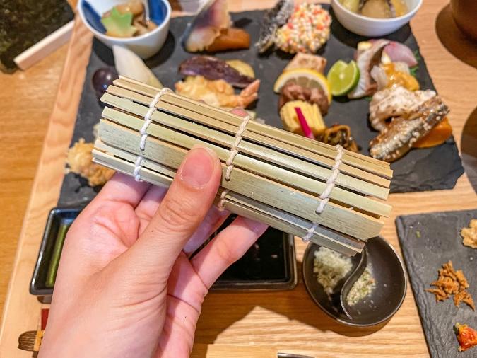 『炉ばた 髙』炙り手織り寿司・手巻き寿司工程③