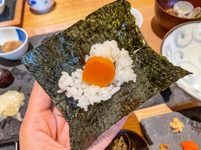 『炉ばた 髙』炙り手織り寿司・麦味噌大根の手巻き寿司