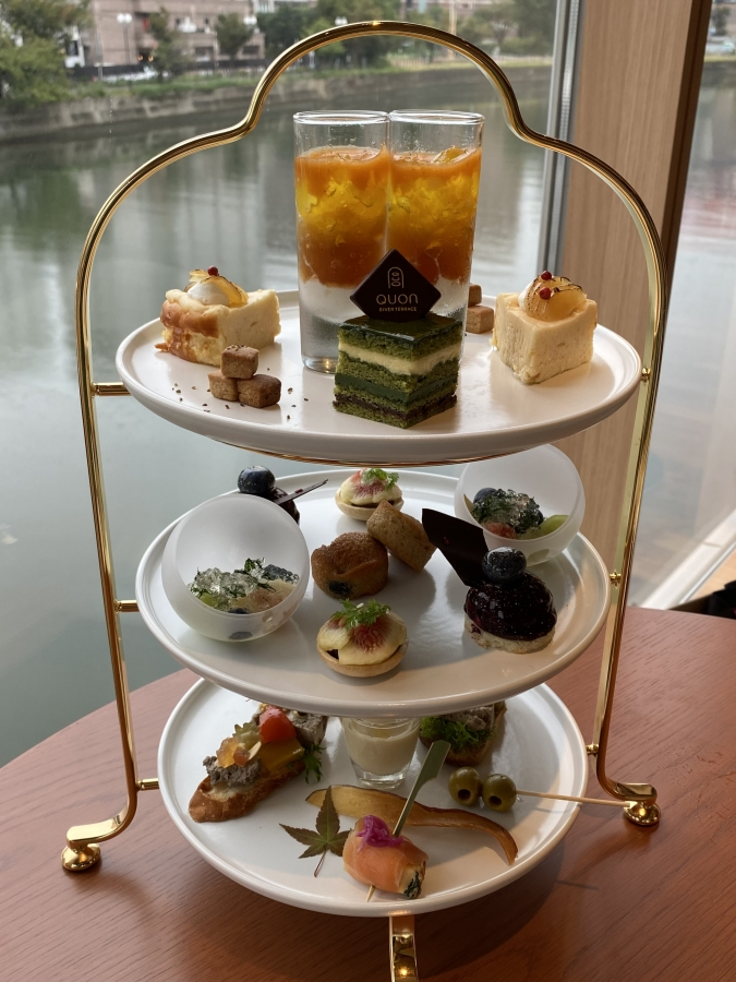 QUON River terrace(クオンリバーテラス) Premium WAfternoon teaの3段スタンド
