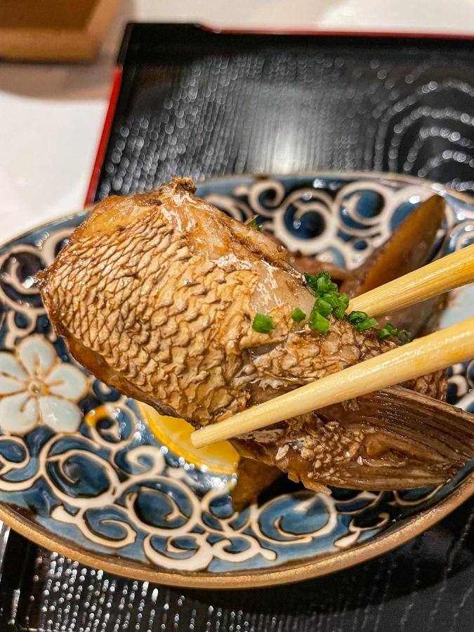 「熾火や 魚二(おきびやうおに)」鯛めし土鍋堪能御膳・鯛のあら炊き
