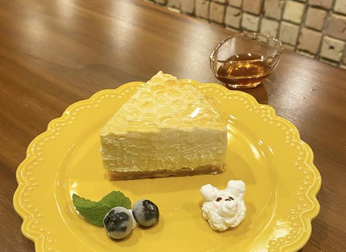 『Oak cafe(オークカフェ)』くまのはちみつレアチーズケーキ