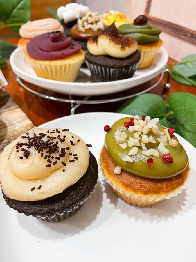『the cream 博多駅地下店』カップケーキ、チョコバナナとピスタチオ