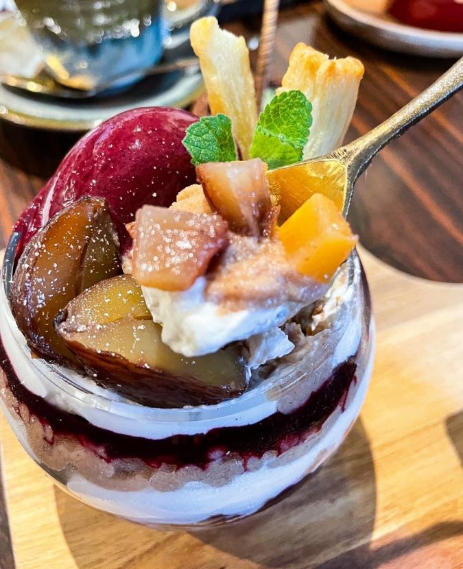 Okada Dining&Cafe Sweets HAKATA(オカダダイニング&カフェスイーツハカタ) モンブランカシスのパフェ