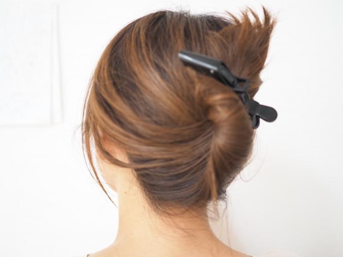 「髪を逃がさないヘアクリップ」でヘアアレンジ