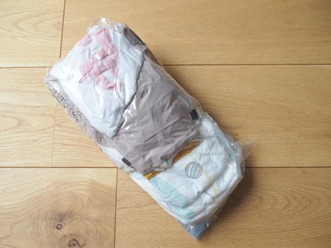 ダイソー「衣類用圧縮袋」
