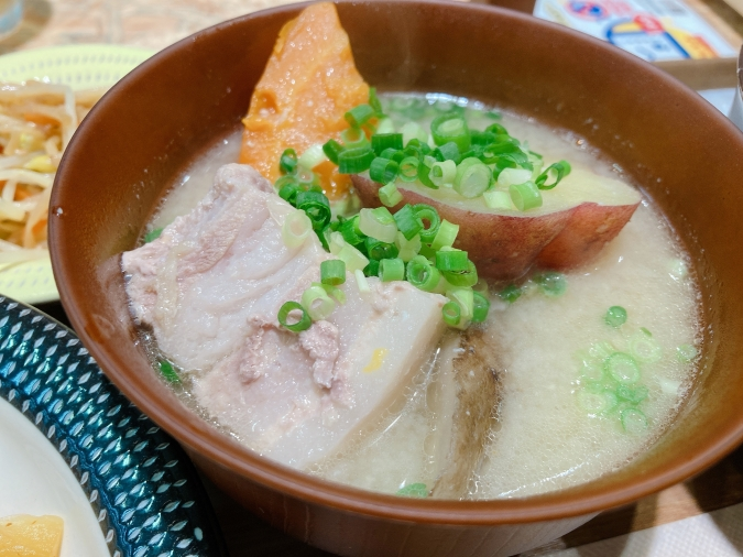 味噌汁おとら「豚汁」(ハーフサイズ)