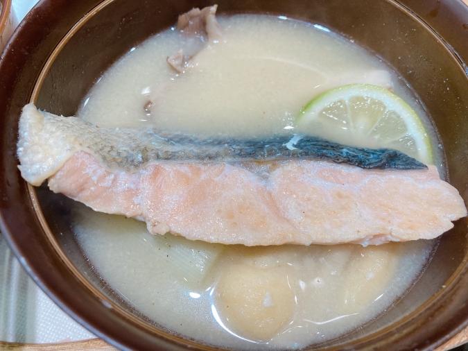 味噌汁おとら「秋鮭とかぼすのお味噌汁」
