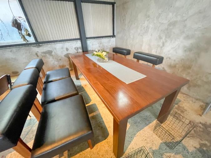 わかまつ農園お菓子と暮らしの物 りた テーブル席