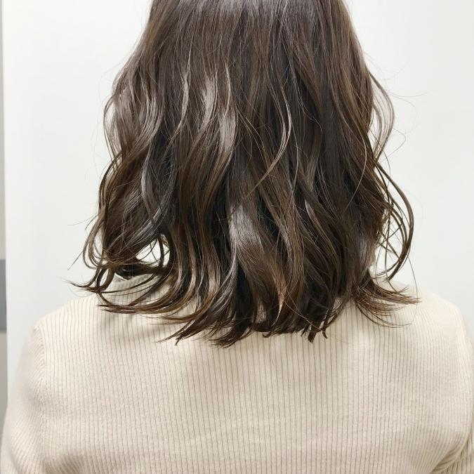 ぴょんぴょん出る髪をなんとかしたい!毛を飛び出にくくするスタイリング