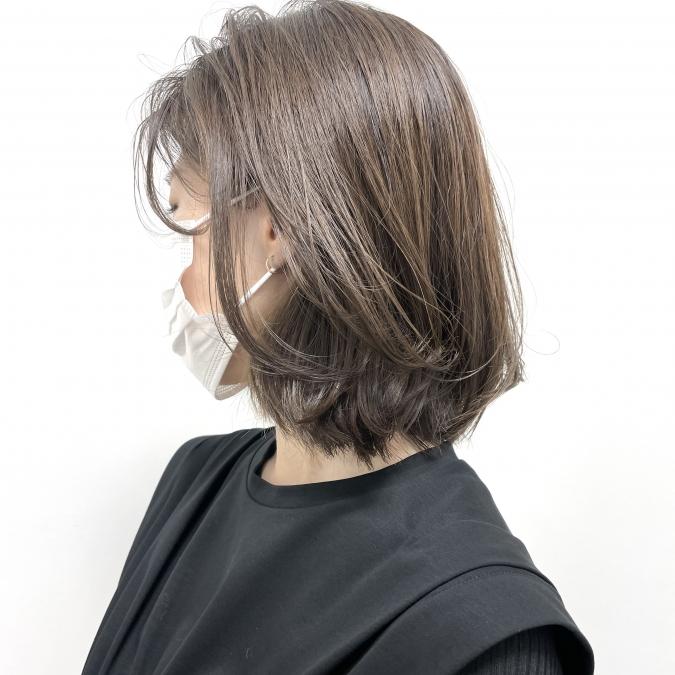 柔らかい雰囲気を演出する「流し前髪ショート」