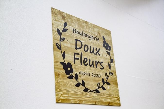 Boulangerie Doux Fleurs(ブーランジェリー・ドゥー・フルール) 看板