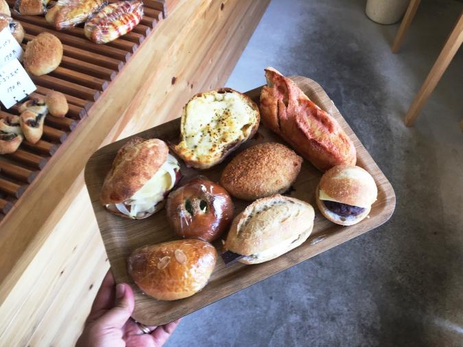 酵母工房 田の香(たのか) トレーにのせたパン