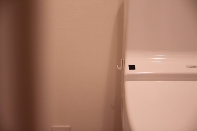 普段のトイレは側面にフックがついているだけなのでとてもスッキリ