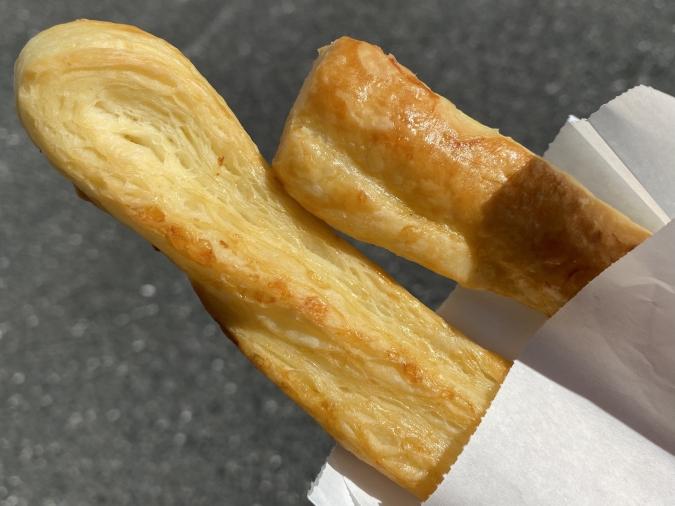 焼きたて菓子専門店 QUEEN(クイーン)「エアリービスケット」の端っこ