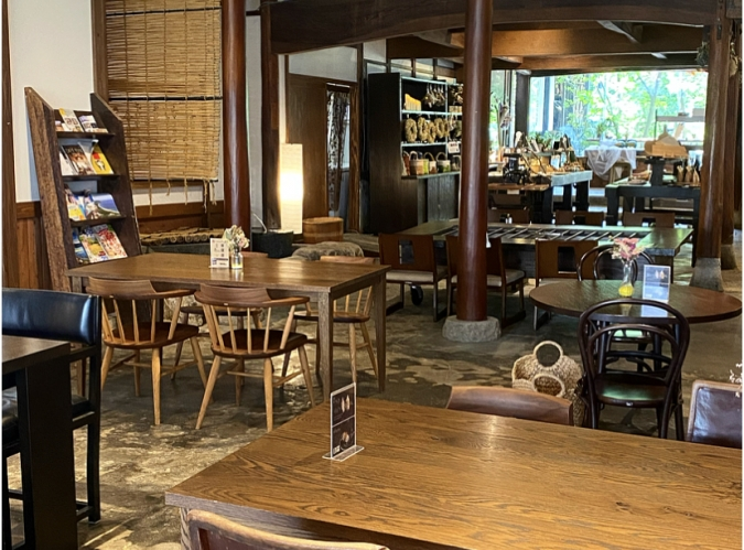 cafe lily(カフェリリー) 店内