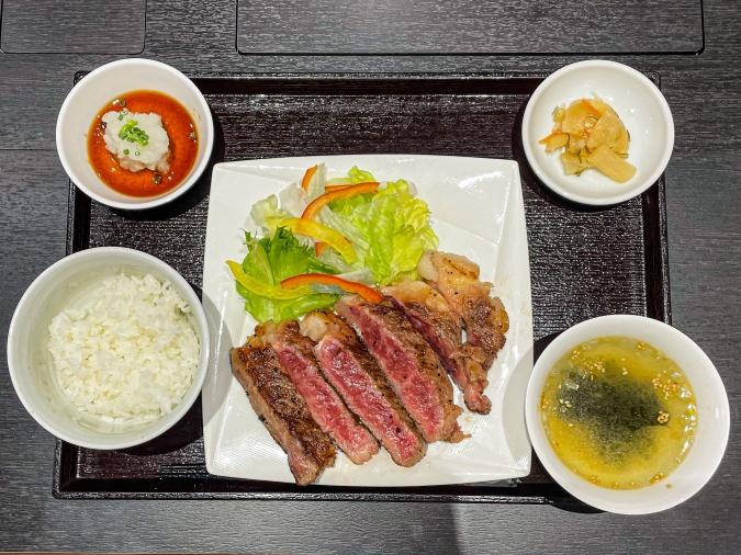 『焼肉 賀牛』黒毛和牛サーロインステーキ定食(全体画像)