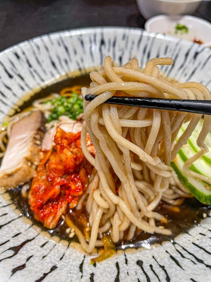 『焼肉 賀牛』別府冷麺(麺アップ)